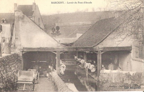 alcyon53 1349296177-Marcigny-lavoir