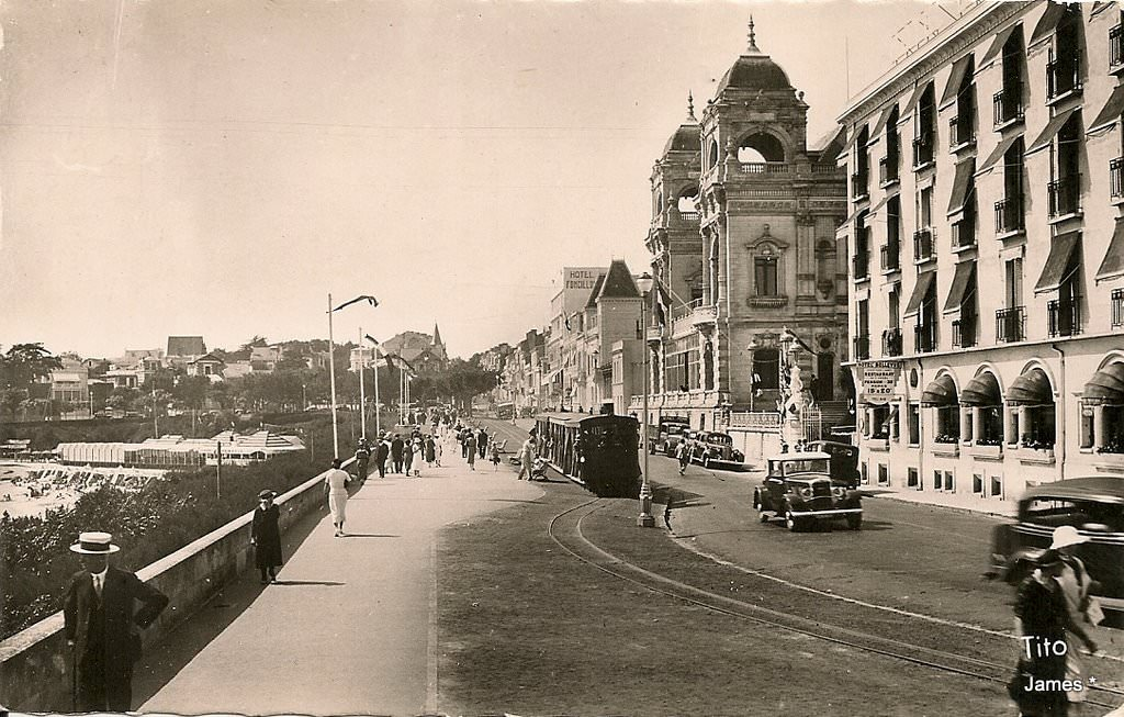 Royan tramway train royan page 2 cartes postales for Hotel appart royan