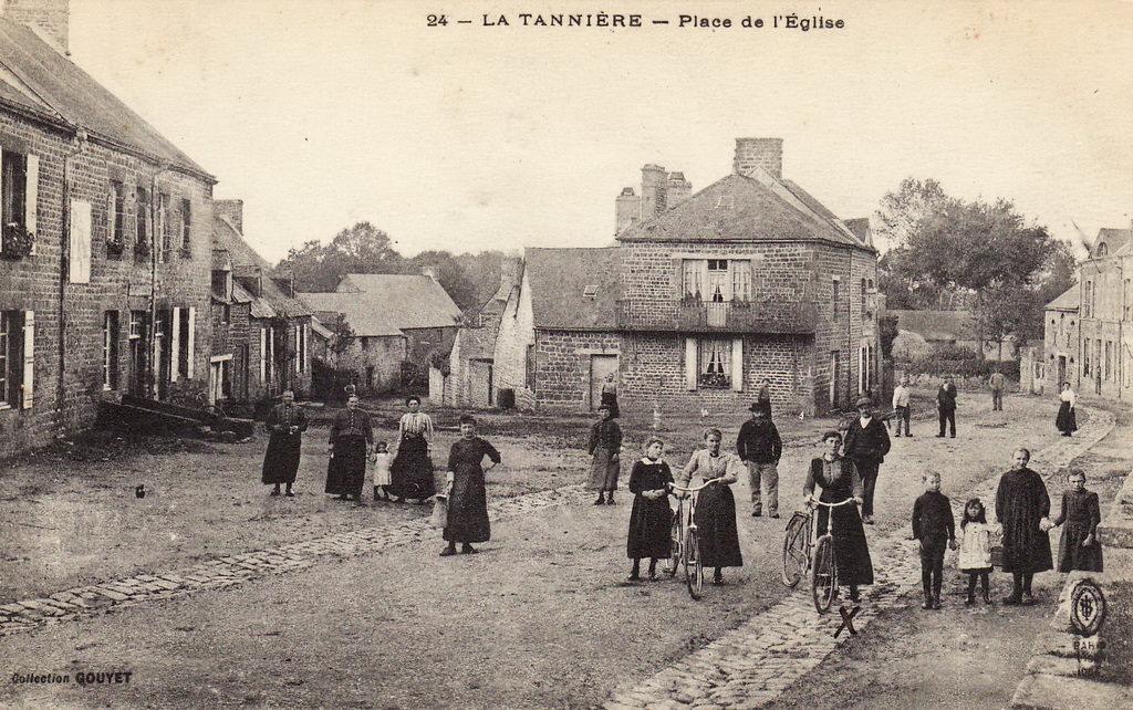 Tannières- place de l'église en 1905.