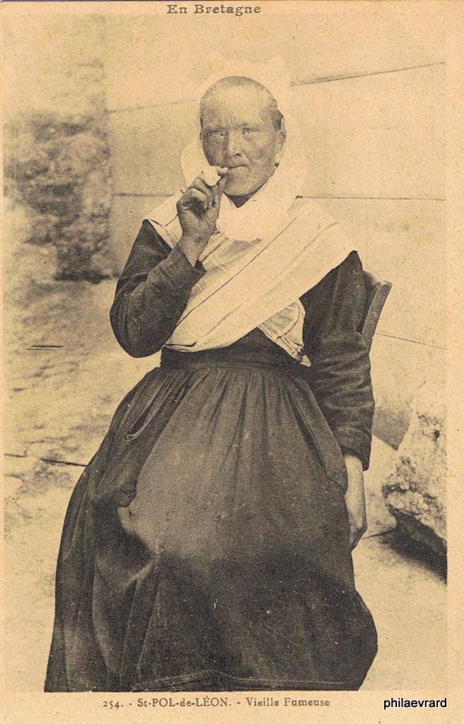 Fumeuses de pipe : Autres thèmes - Page 2   Cartes Postales Anciennes sur CPArama