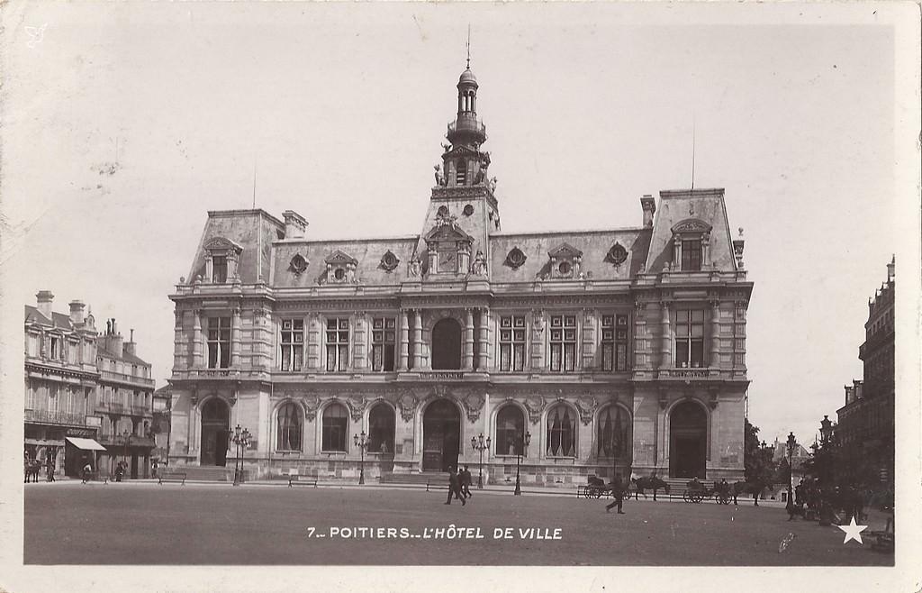 Poitiers h tel de ville poitiers cartes postales for Piscine poitiers
