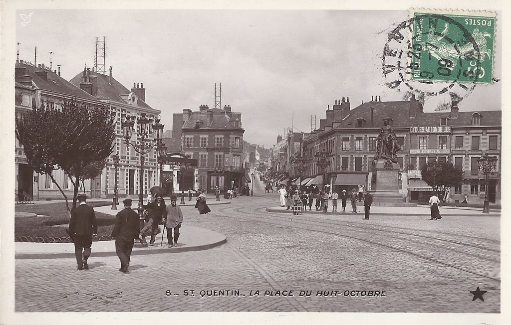 saint quentin place du huit octobre saint quentin cartes postales anciennes sur cparama. Black Bedroom Furniture Sets. Home Design Ideas