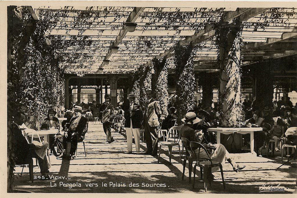 vichy palais des sources vichy cartes postales anciennes sur cparama. Black Bedroom Furniture Sets. Home Design Ideas