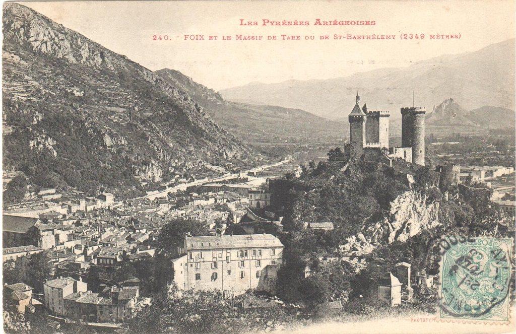 Chateau de Foix et le massif de Tabe