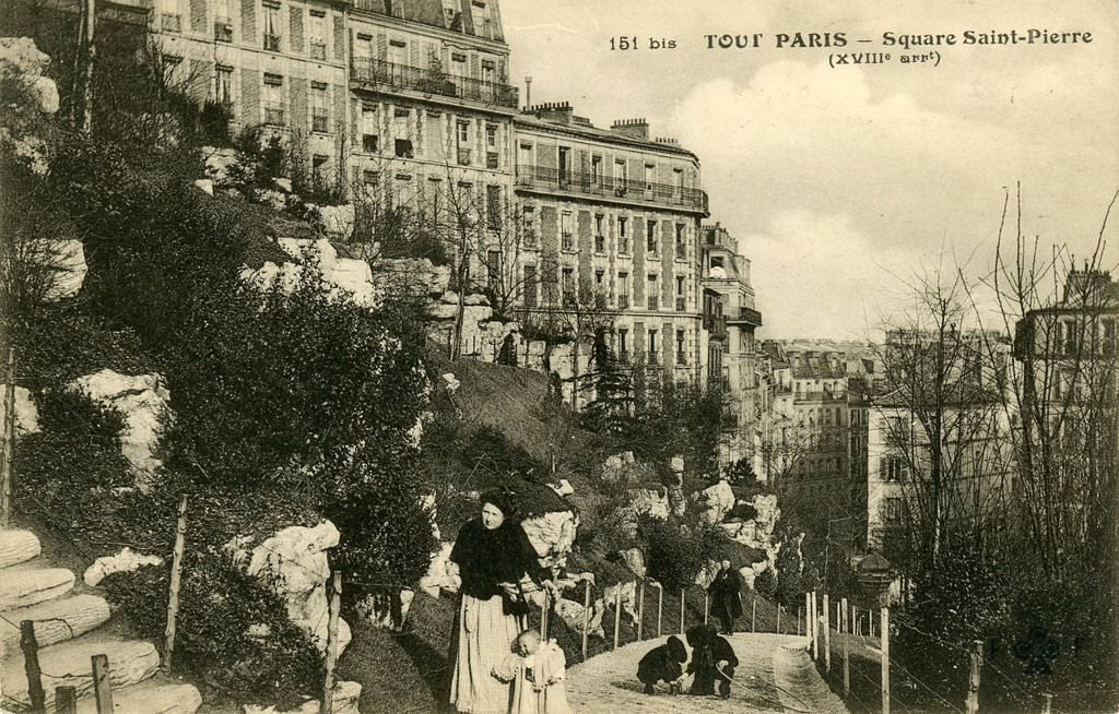 Paris square saint pierre montmartre paris xviiie arr cartes postale - Place saint pierre paris ...