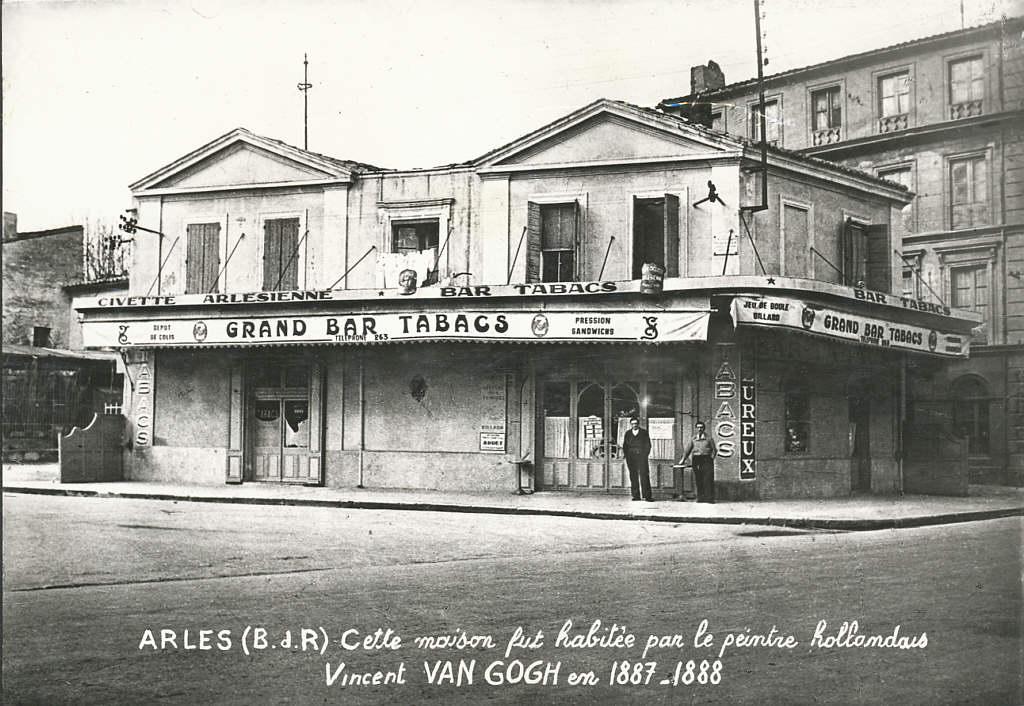 Arles maison jaune bouches du rhone cartes postales d 39 hier et photos d aujourd hui cartes for La chambre jaune a arles van gogh