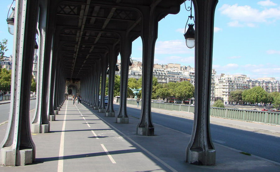 http://www.cparama.com/forum/uploadimages/1320424737-Viaduc-de-Passy-6.jpg